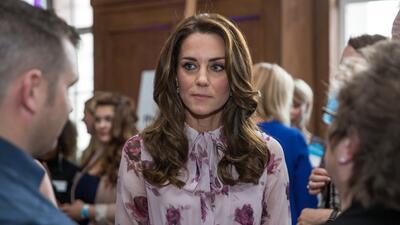 El 'pussy-bow' está de moda, hasta  Kate Middleton lo lleva