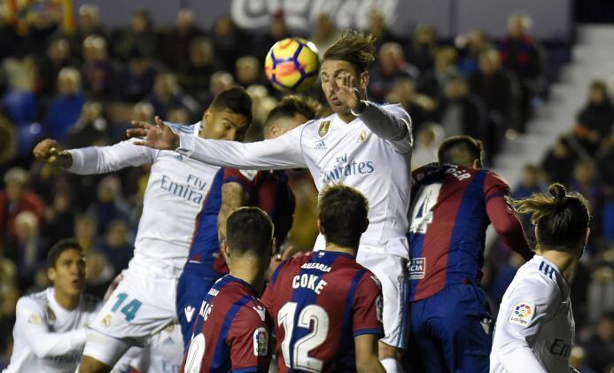 Sergio Ramos adelantó al Real Madrid con un remate de cabeza (11).