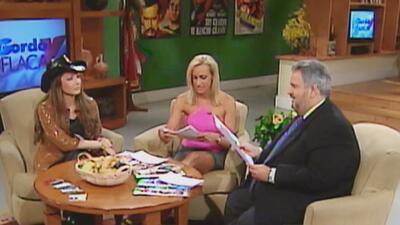 Con la voz quebrada, Raúl de Molina y Lili Estefan iniciaron el show en sus 20 años de transmisión