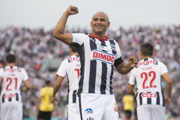 Humberto Suazo es el jugador más cercano a la lista de 10 jugadores, el...