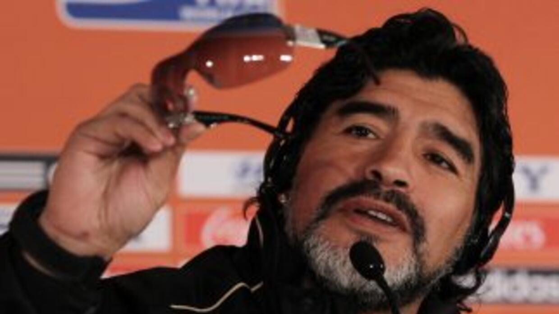 Maradona se auto diosificó para darle la bienvenida a un Papa argentino.