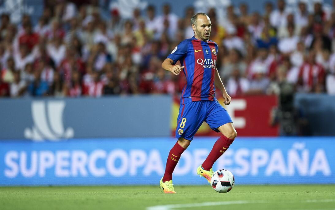 El último trofeo que ha conseguido Iniesta con el Barcelona fue la Super...