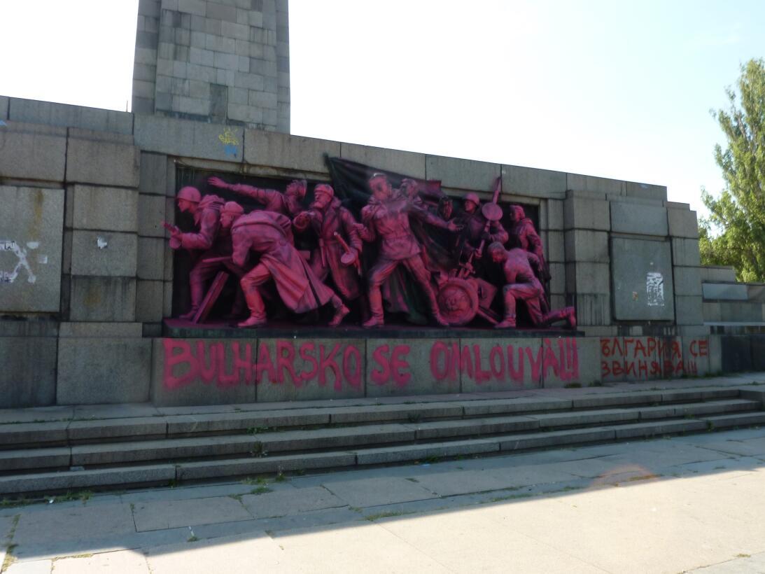 SOFÍA (BULGARIA) En 2013 fue pintado de rosa (en referencia al artista c...