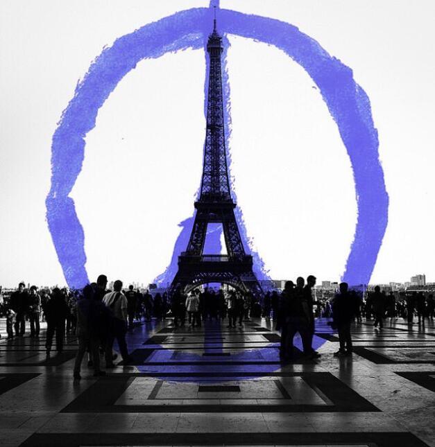 Famosos suman oraciones por París