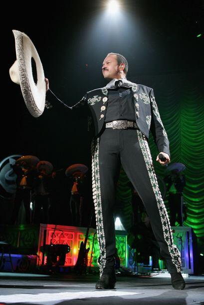 Pepe Aguilar se considera así mismo un rockero pero también un charro en...