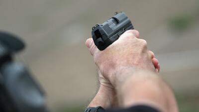 Tres ladrones amenazaron con armas a una familia del Metroplex para robar en la vivienda