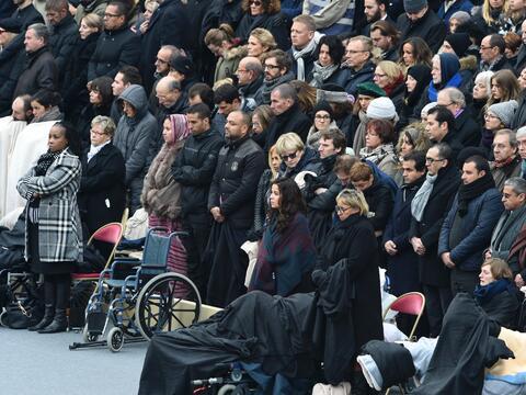 Homenaje oficial a las víctimas de los ataques terroristas en Par...