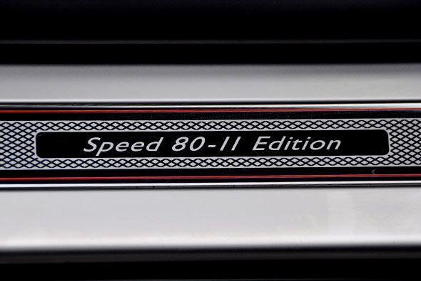Se incluyeron placas con la leyenda Speed 80-11 Edition que lo distingue...