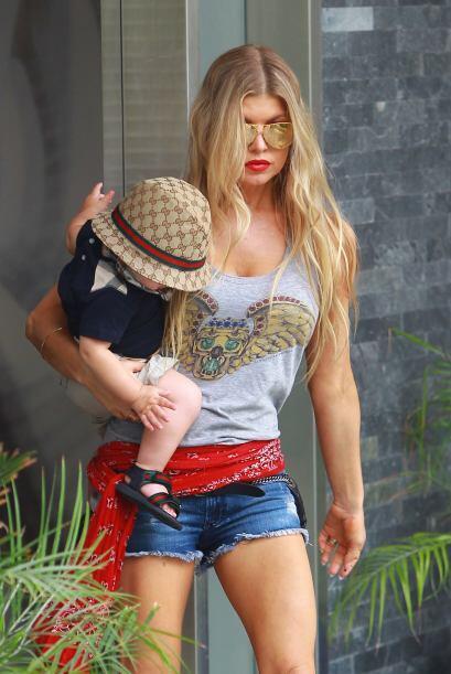 La cantante tiene claro que el hecho de ser mamá, no significa que tenga...