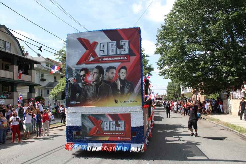 Celebra La X en el Desfile Dominicano en NJ IMG_1913.JPG