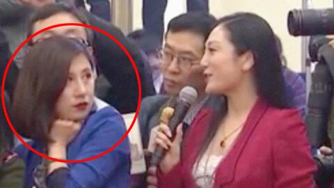 El gesto de esta reportera china se vuelve viral.