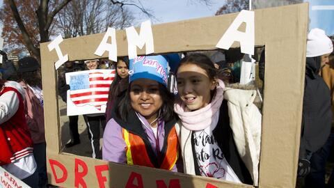 Jóvenes dreamers se congregan frente al Capitolio para pedirle al...