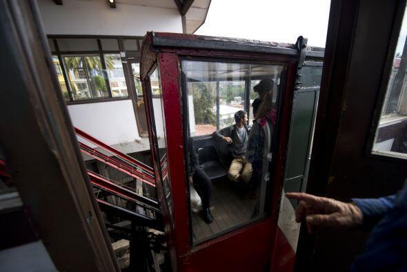 De los 15 ascensores, 9 pertenecen a la privada Compañía de Ascensores d...