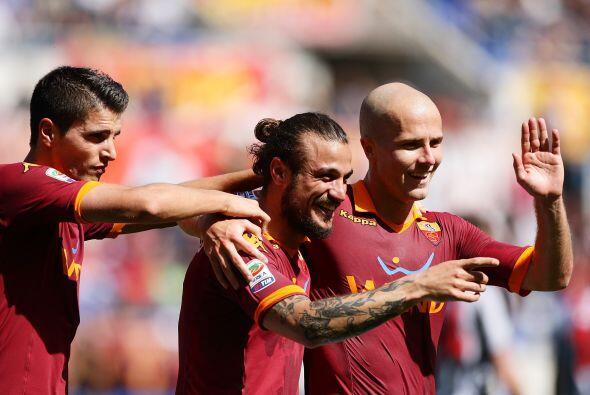 Osvaldo no tuvo piedad de la defensa del Siena y con sus tres tantos lid...