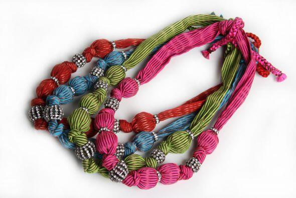 ¿Te imaginas un collar hecho con cosas recicladas o hasta confeccionado...