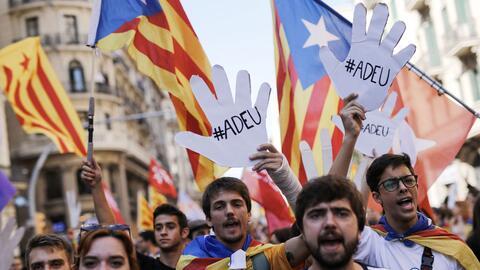 Estudiantes salieron a las calles de Barcelona para reclamar la independ...