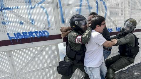 Masivas protestas contra el gobierno de Nicolás Maduro continúan en Vene...