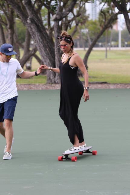 Shakira VS Galilea Montijo: mamás adorables entre patinetas y canchas de...
