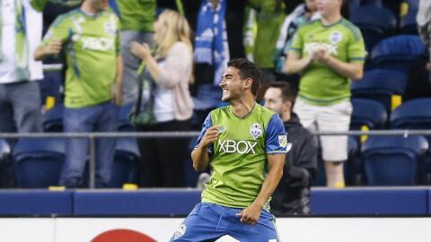 Cristian Roldán celebra su primer gol con Seattle Sounders