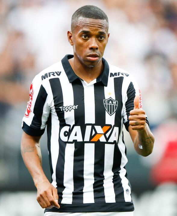 Delantero: no renovó con Atlético Mineiro y actualmente es...