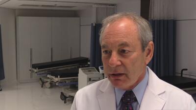 Doctores temen que los hispanos no se hagan la prueba para detectar cáncer de próstata debido a los prejuicios