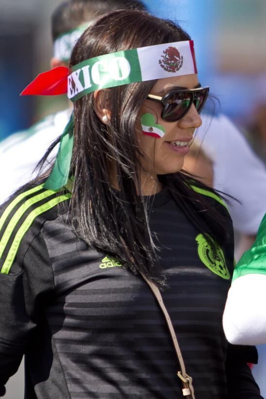 Belleza mundialista del 'Tri': las fanáticas de México contra Islandia 2...