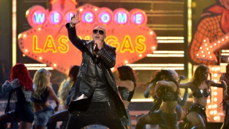 El reggaetonero, llega al programa para deleitar al público con su más r...
