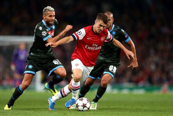 El francés Olivier Giroud aprovechó un bombón de Özil y colocó el 2-0.
