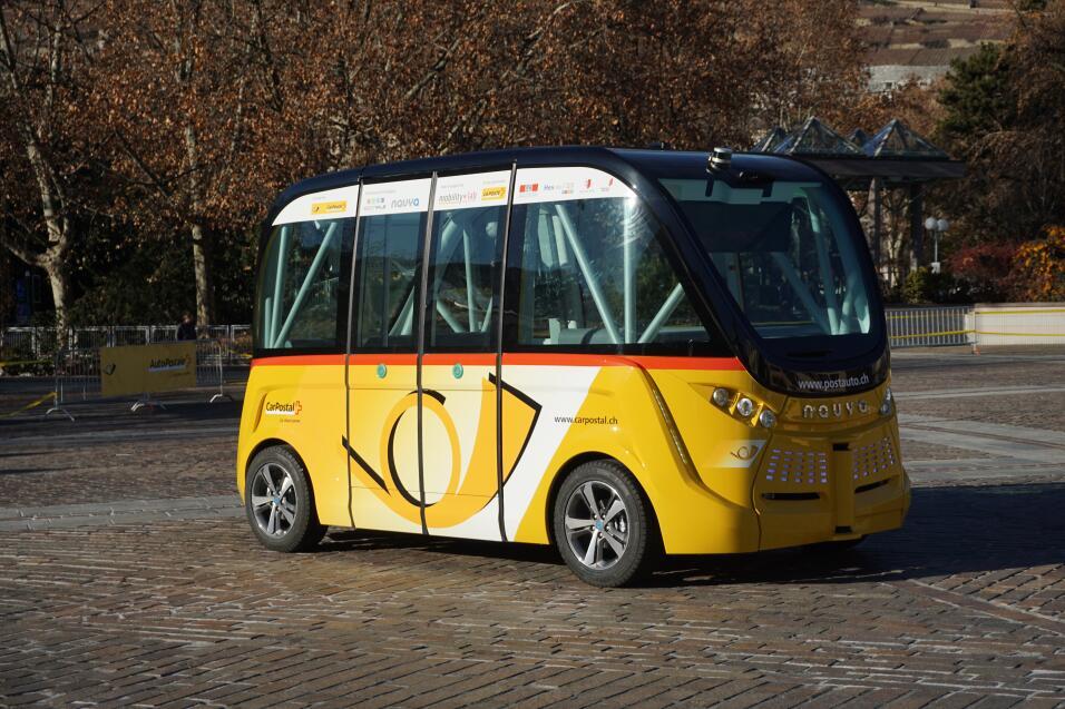 Primer autobús sin chofer en Las Vegas chocado en su primer día de servi...