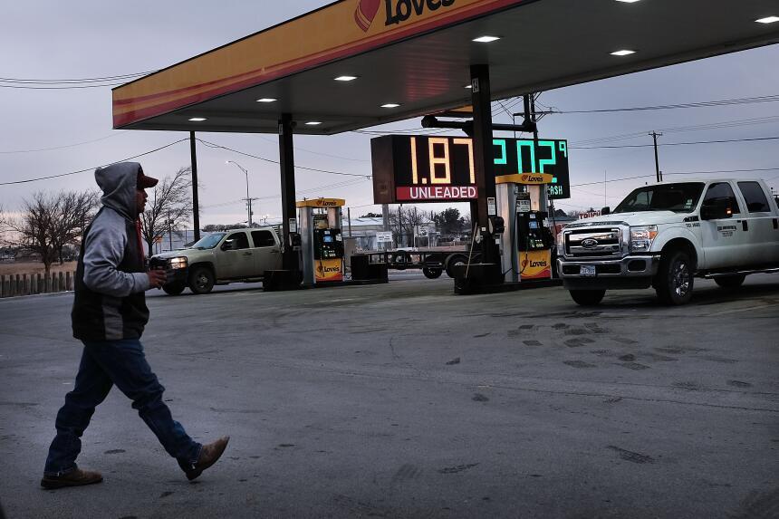 El precio del petróleo intermedio de Texas cerró por debajo de los 27 dó...