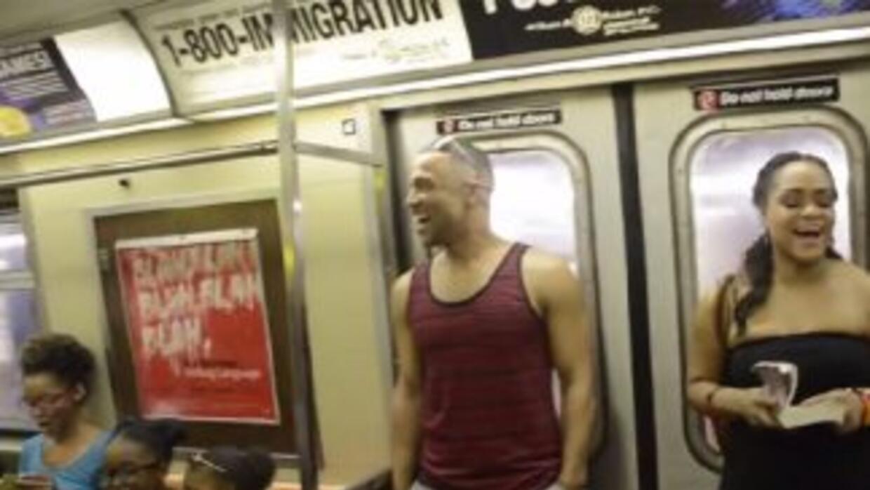 Los pasajeros de la línea A del metro se vieron sorprendidos por los art...