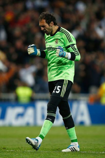 Diego López (6): No pudo hacer nada en los goles de Lionel Messi y André...