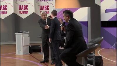Este es el apretón de manos entre AMLO y los otros candidatos que no se vio