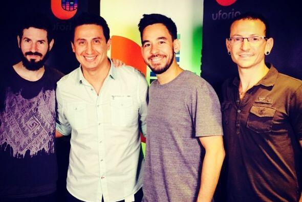 Con la banda Linkin Park en los estudios.