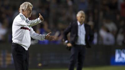 'Paco' Villa considera que México perdió el partido ante Chile desde la banca