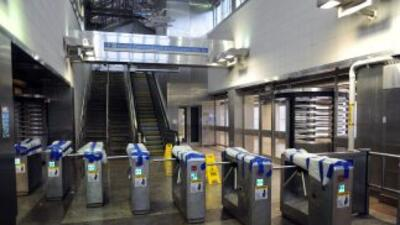 Solamente la red de metro transporta diariamente a 5.5 millones de pasaj...
