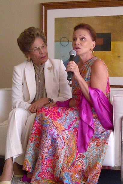 Invitó a la Directora del Centro de Bellas Artes de Caguas, su entrañabl...
