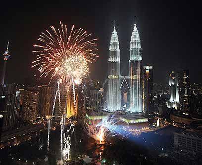 Bienvenido Año Nuevo. Miles se reunieron en el centro de Jakarta para re...
