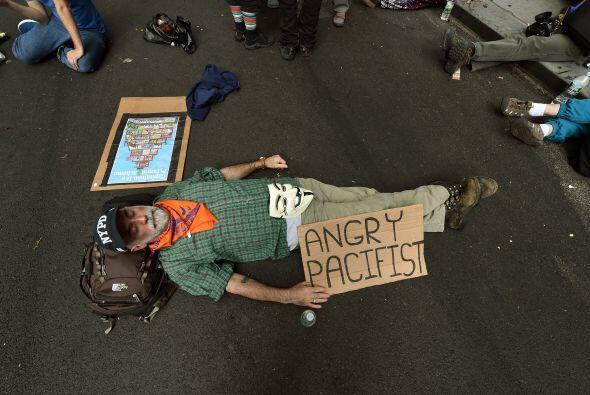 """Los organizadores de la protesta denominada """"Flood Wall Street"""" (inundar..."""