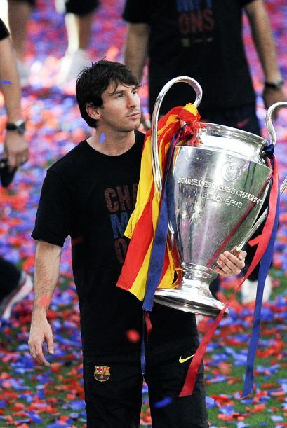 Messi presumía el trofeo y escuchaba los gritos de cariño por parte de t...