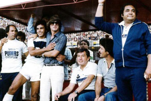El 23 de octubre de 1976, debutó en el primer equipo de la UNAM,...