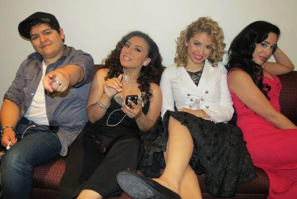 Y mucho, mucho compañerismo. Aquí vemos a Stephanie Guzmán, Michelle Lar...