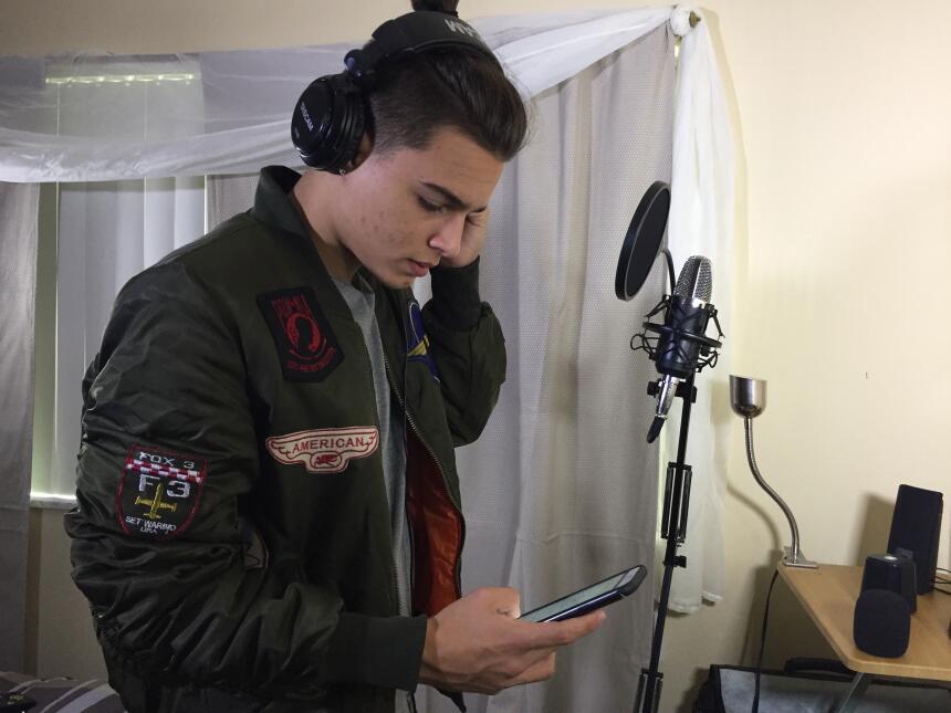 Nos metimos al estudio de grabación con Brian Cruz