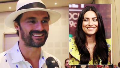 Con una enorme sonrisa, Iván Sánchez responde a las preguntas sobre su romance a distancia con Ana Brenda