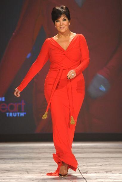 La abuela de North West le gusta usar vestidos de colores birllantes con...