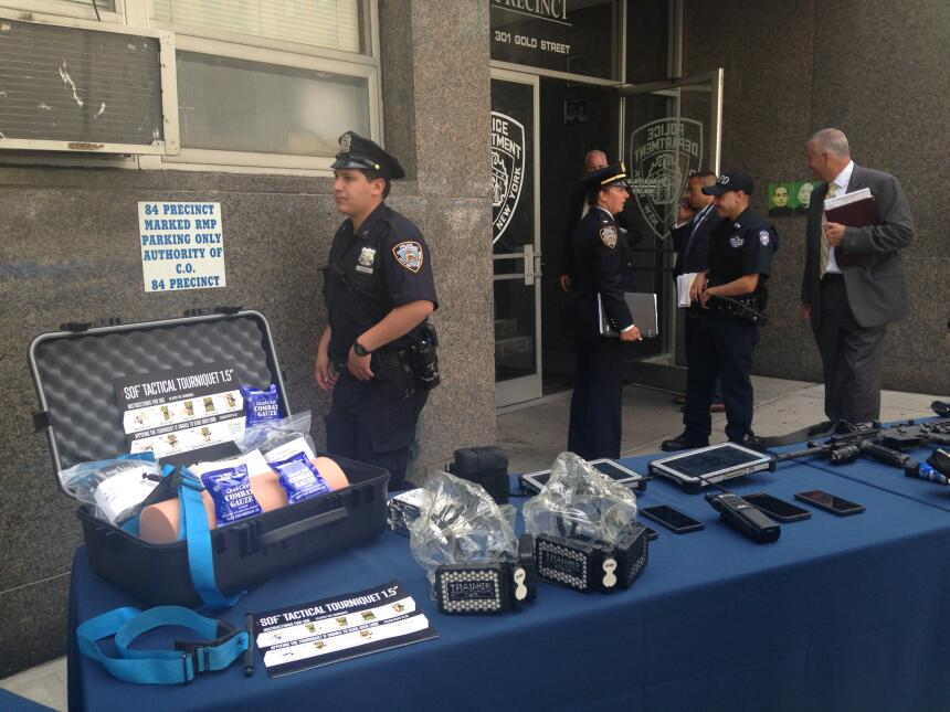 Los oficiales también cuentan con equipo de primeros auxilios.