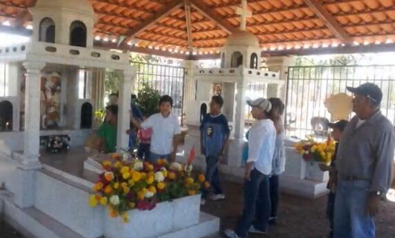 Las tumbas de estos cantantes de regional mexicano: una atracción para t...