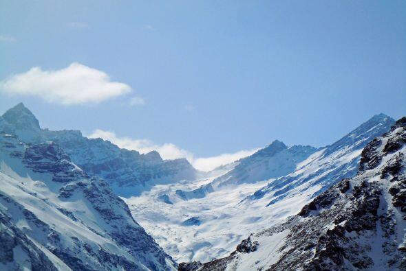 Imágenes de los paisajes invernales de Chile en el centro de esqu...