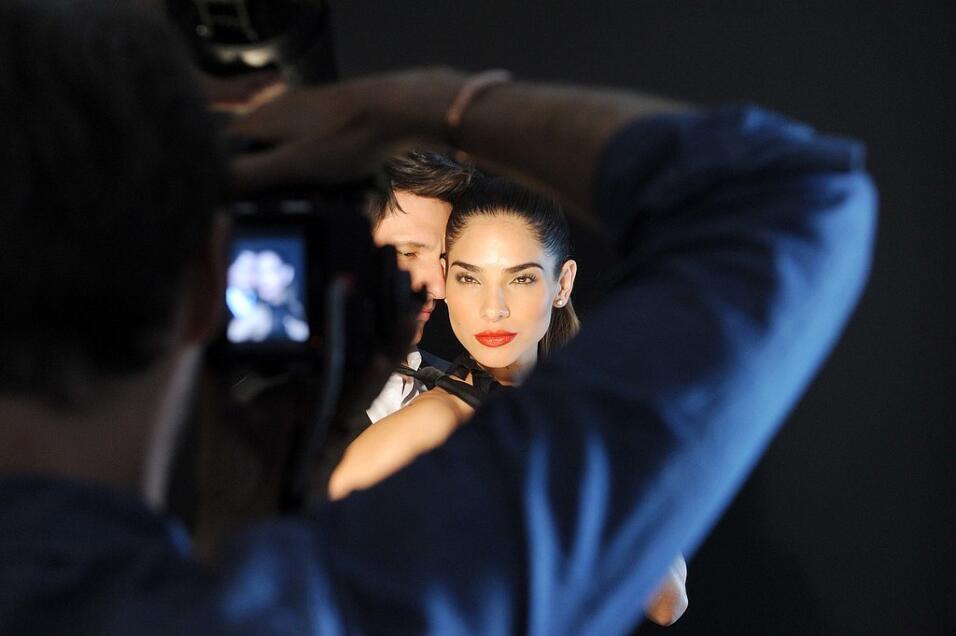 Alejandra Espinoza es la nueva cara de Revlon AleRevlon.jpg