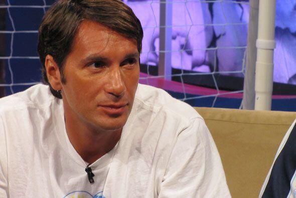 Alvaro Dellepere, fanático uruguayo, estaba feliz por el triunfo de su s...
